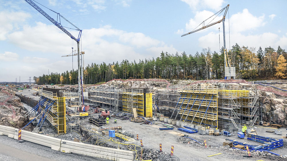 : Two concrete tunnels, four bridges, supporting walls and fire and sound insulation are being planned and built in Häggvik (1-6, photos courtesy of Doka