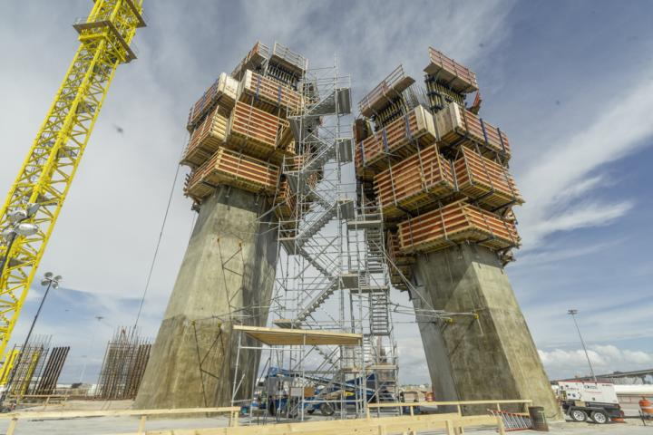 Doka used its hydraulic climbing formworks SKE50 and SKE100 plus its large-area formwork Top 50