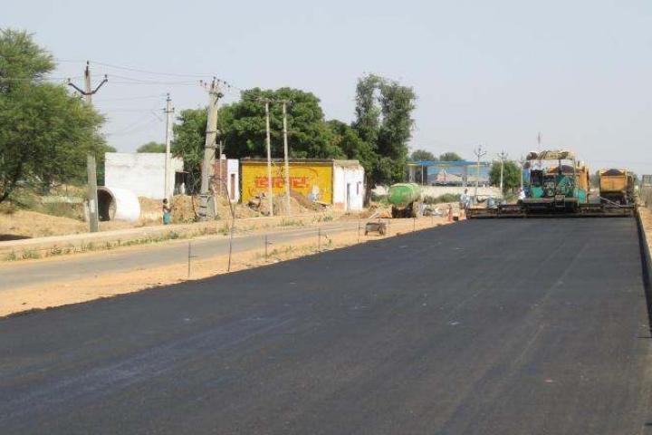 In India, important new highway stretches are being built - image © courtesy of Pat Smith